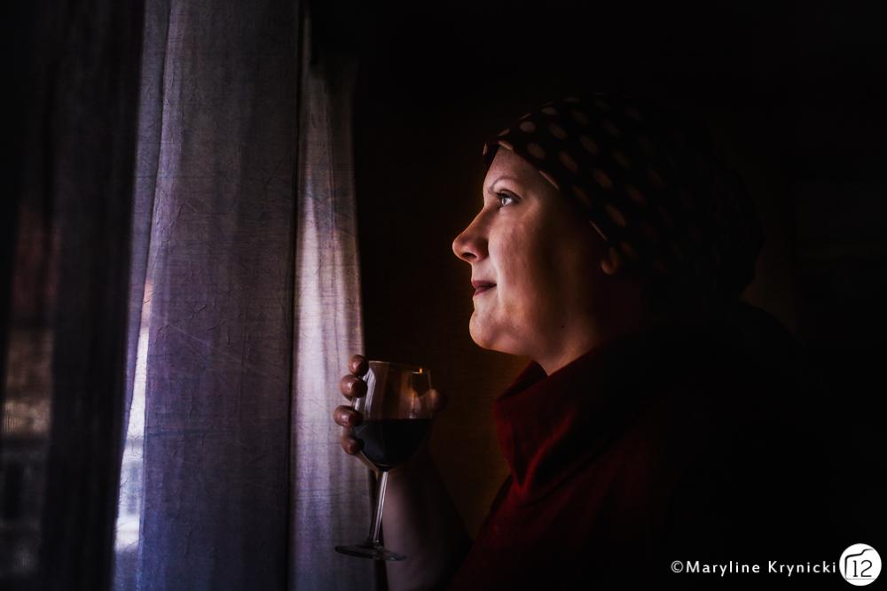 La jeune fille au verre de vin
